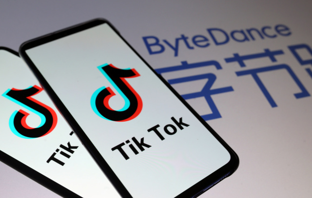 Tik Tok logos are seen on smartphones in front of a displayed ByteDance logo in this illustration taken November 27, 2019. REUTERS/Dado Ruvic/Illustration