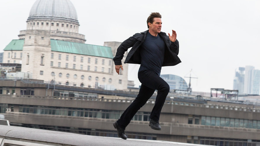 Tom Cruise legs it over the rooftops of London in 'Mission: Impossible — Fallout'. (Credit: Paramount)