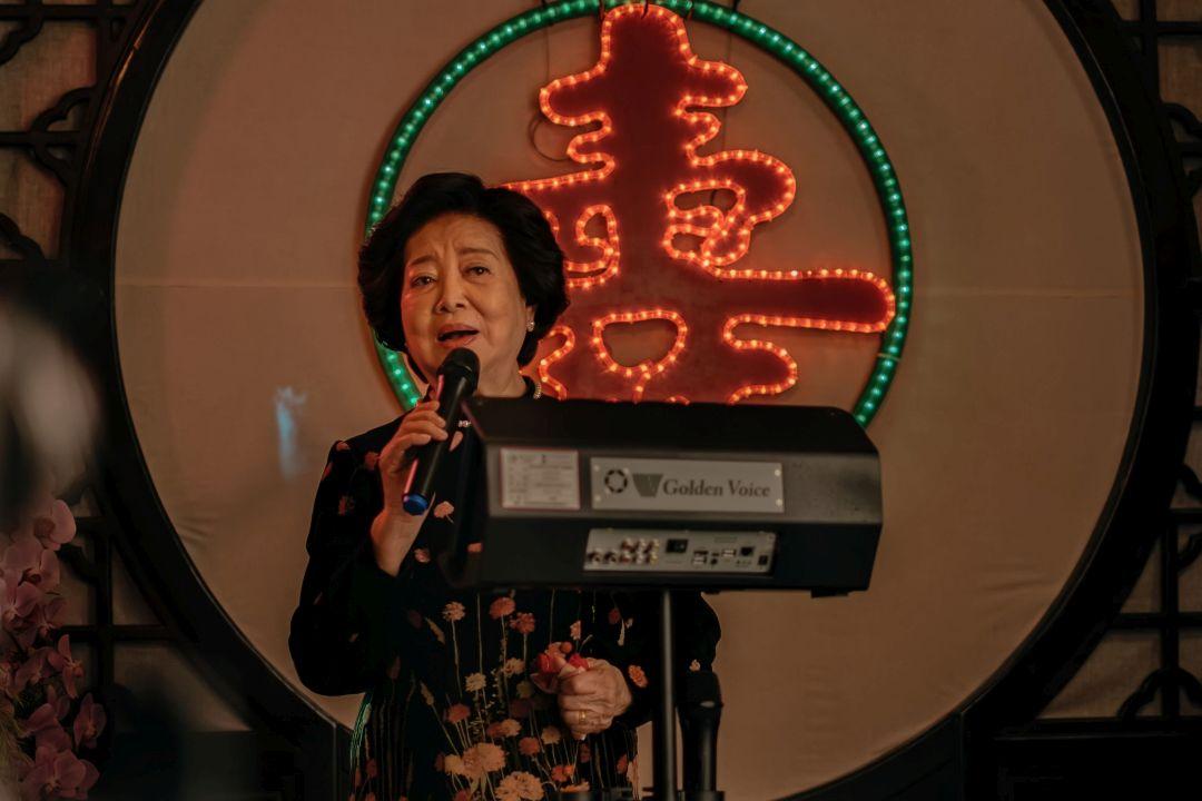 《孤味》劇照05 陳淑芳百人宴開口唱 自嘲歌藝不好怕嚇跑觀眾
