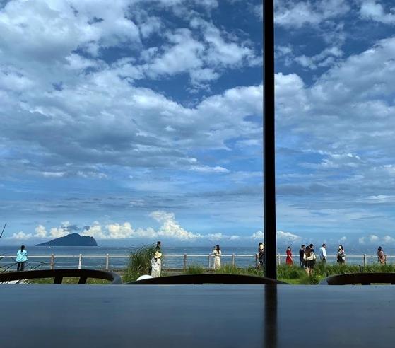 「滿山望海」不論是排餐、簡餐都美味到讓人忘記看風景,若是下午時段來也能點一杯咖啡在此吹風看景太奢侈了。