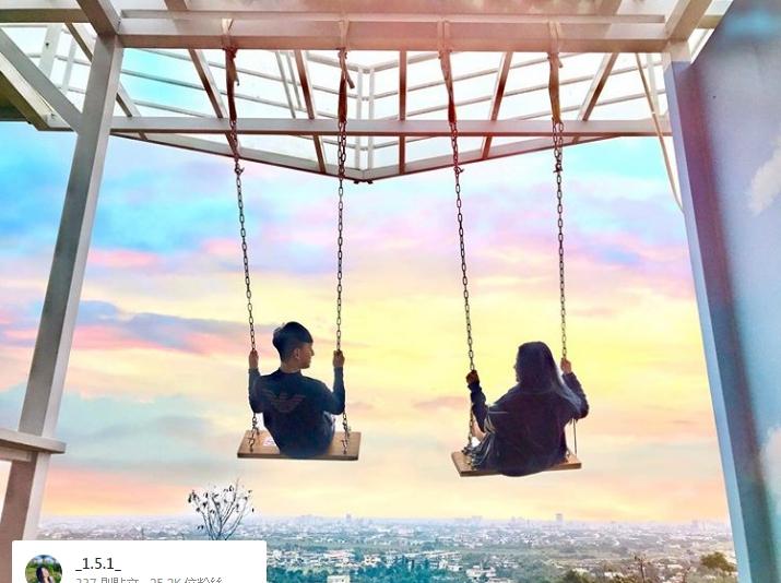 位於位於員山鄉枕山一村的「A.maze兔子迷宮」,餐廳內有飛天鞦韆、彩虹天梯、彩虹景觀台等打卡點