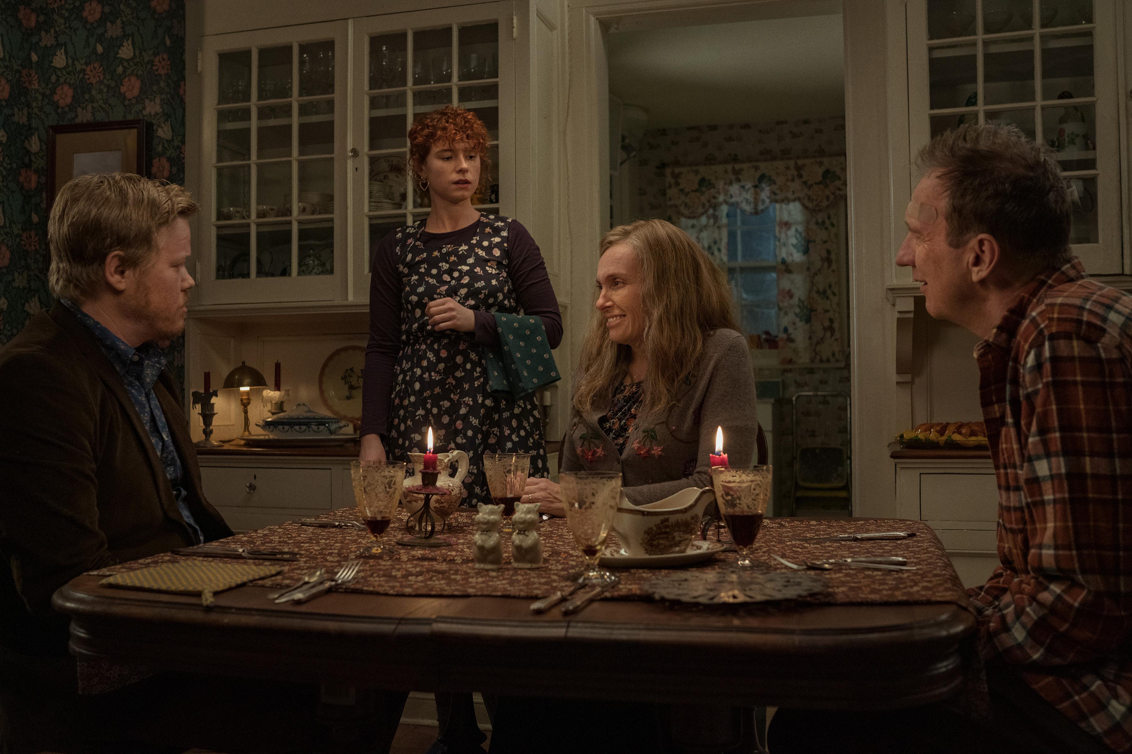 好萊塢男星傑西普萊蒙(左1)、《宿怨》女星東妮克莉蒂(右2)與出男星大衛休里斯(右1)在本片中有相當恐怖的表情演出