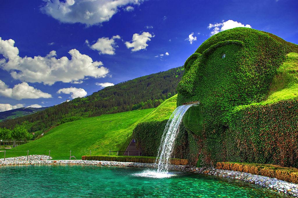 施華洛世奇噴泉 (Photo by Gegengoliath, Wikimedia Commons提供)