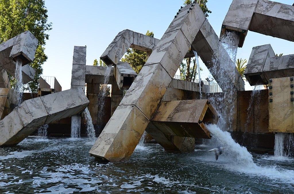 維蘭古荷噴泉 (Photo by Ernest McGray, Jr., License: CC BY-SA 2.0, 圖片來源www.flickr.com/photos/mcgrayjr/5827223335)