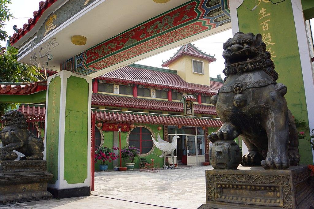鹽水天主聖神堂 (Photo by lienyuan lee, License: CC BY 3.0, 圖片來源commons.wikimedia.org/wiki/File:Yanshui_Holy_Spirit_Church_%E9%B9%BD%E6%B0%B4%E5%A4%A9%E4%B8%BB%E8%81%96%E7%A5%9E%E5%A0%82_-_panoramio.jpg)