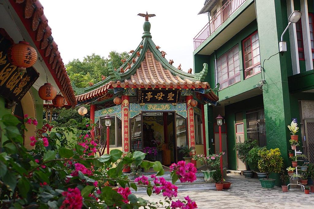 鹽水天主聖神堂 (Photo by lienyuan lee, License: CC BY 3.0, 圖片來源web.archive.org/web/20161031054059/http://www.panoramio.com/photo/114089687)