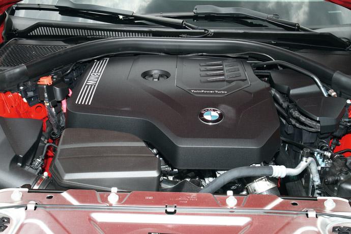 搭載2.0升直列四缸渦輪增壓引擎,0-100km/h加速需時8.4秒。