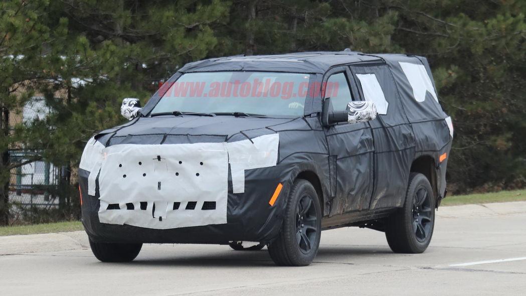 圖/日前流出的2022 Jeep Grand Wagoneer間諜照,雖然車身被包得密不透風,但從車身各細節,還是能感受到Jeep品牌的獨特風格。