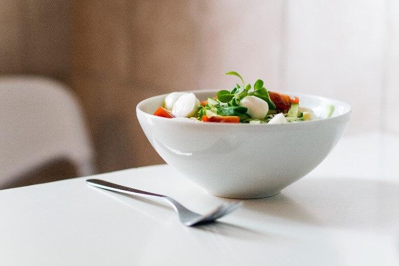 習慣外食油炸食品的小朋友,伴隨著攝取了更多的熱量、更多的含糖飲料與反式脂肪