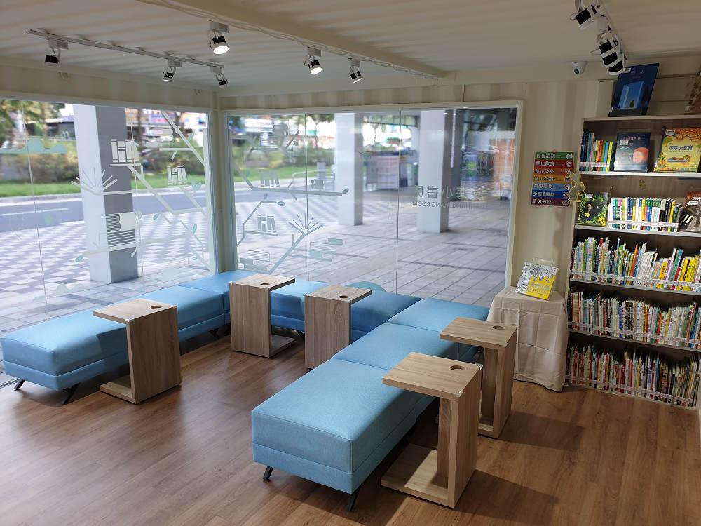 室內呈現簡約乾淨的美感,閱覽座位只有8個(圖片來源:新北市立圖書館授權提供)