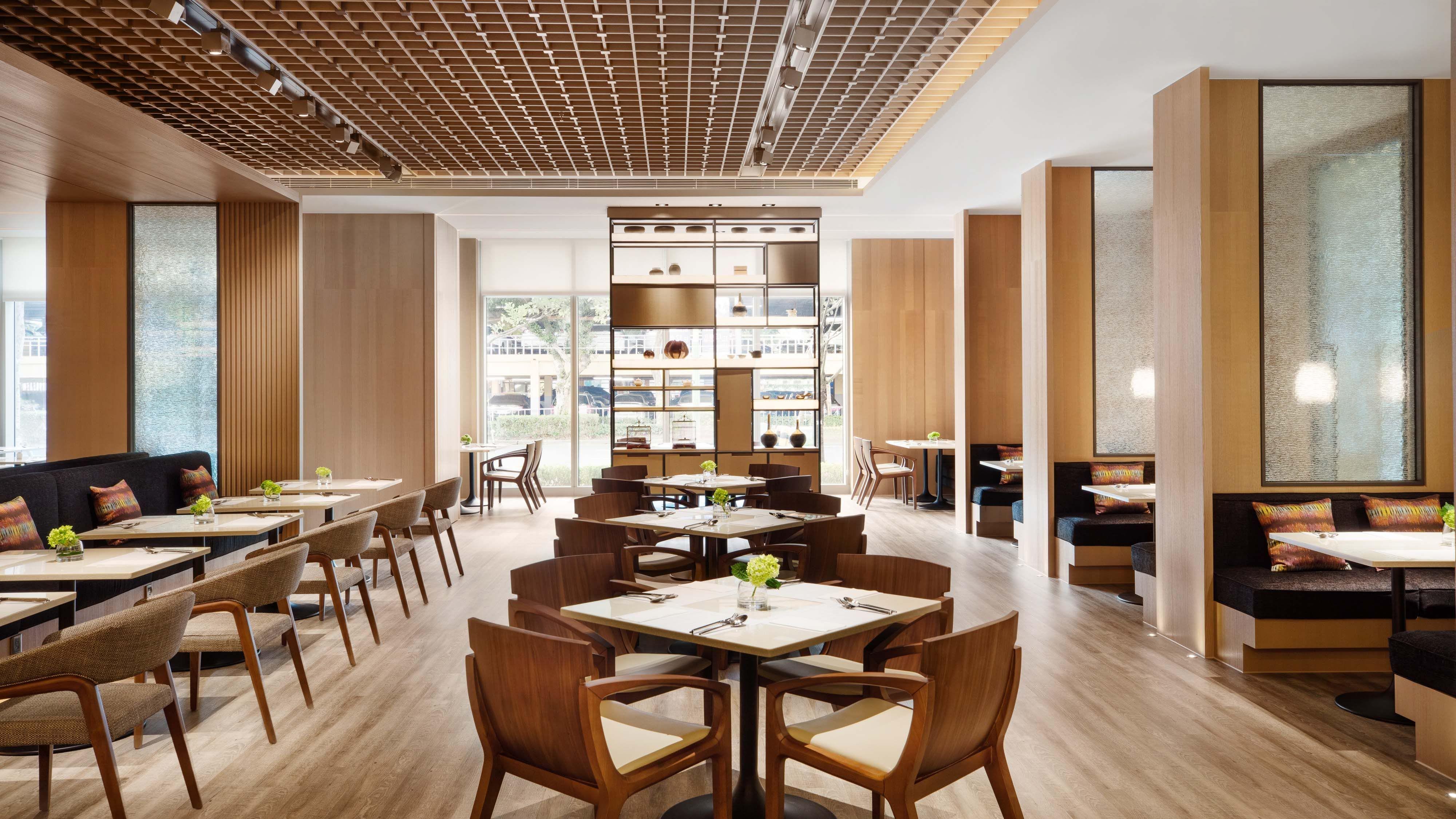 位於行天宮站的萬怡酒店,設計簡約現代。