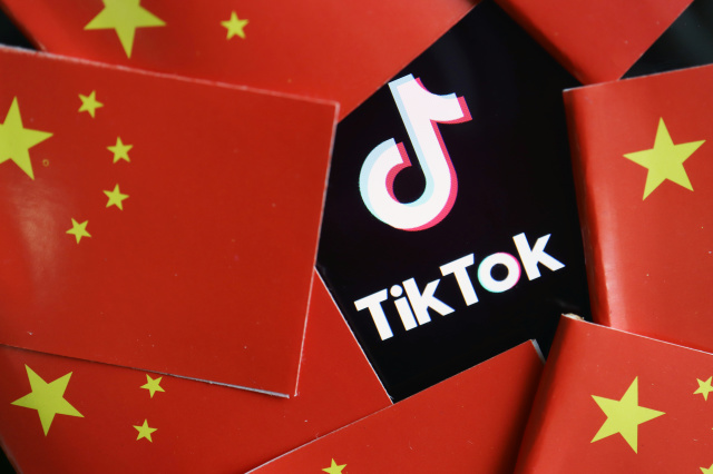 China's flags are seen near a TikTok logo in this illustration picture taken July 16, 2020. REUTERS/Florence Lo/Illustration - RC24UH9B2MAJ