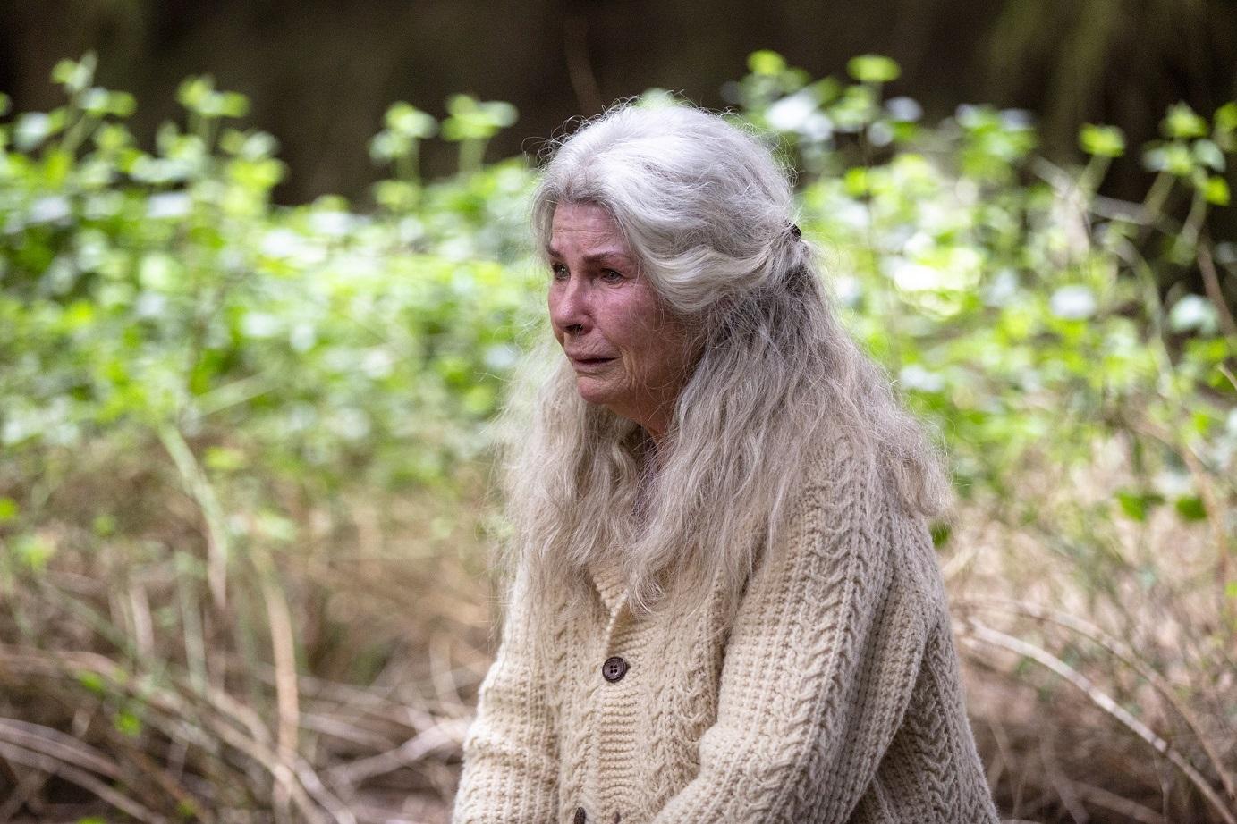 導演也在電影中呈現出失智症患者在不同階段的幾個行為,例如:認知能力喪失、妄想、大小便失禁乃至易怒、暴力
