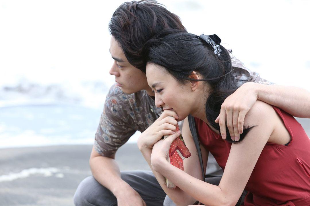 開拍第一天 菅田將暉與飾演女友的木下明里就挑戰了十分大膽的床戲