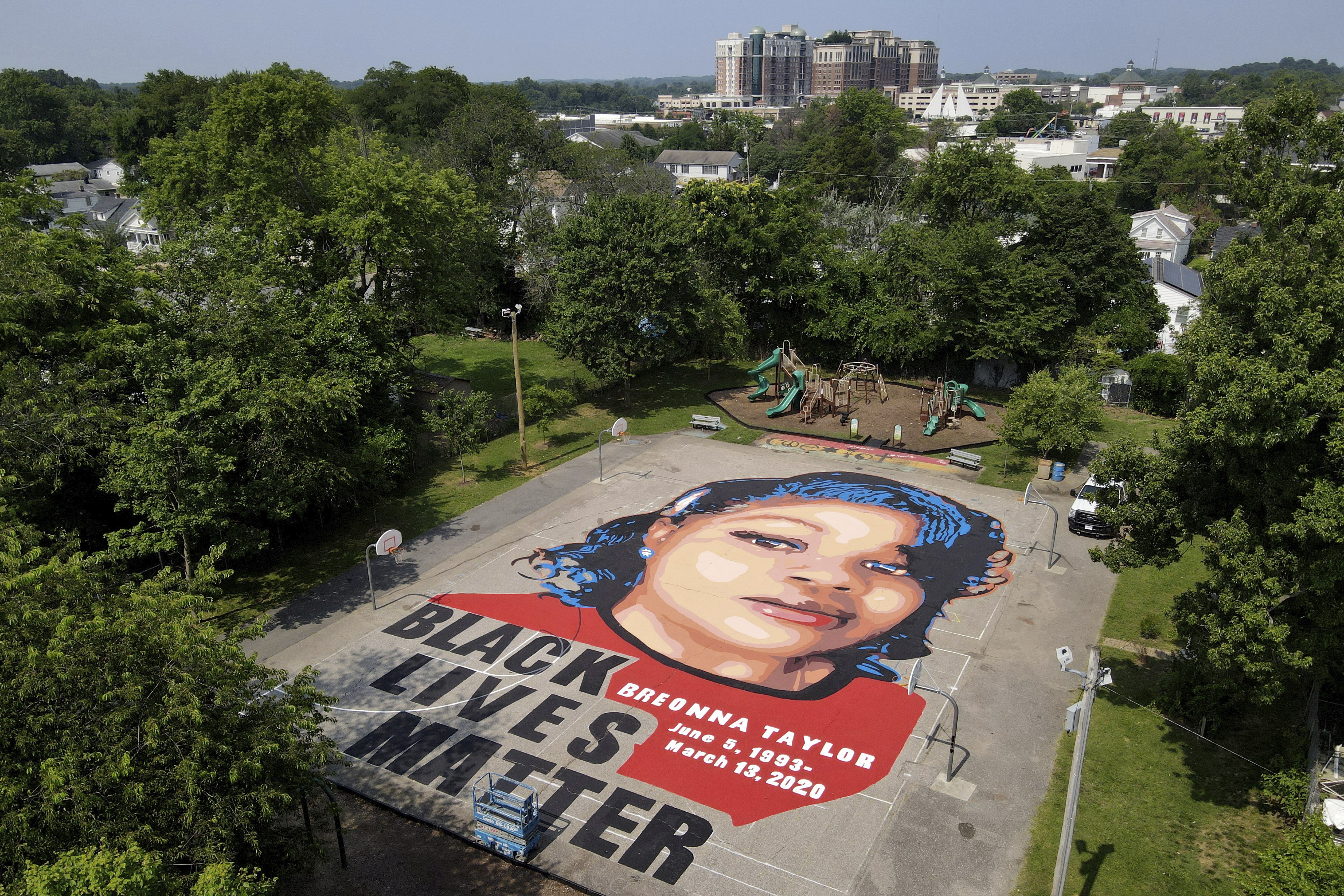 Breonna Taylors mother reaches $12M settlement, police reform agreement with Louisville