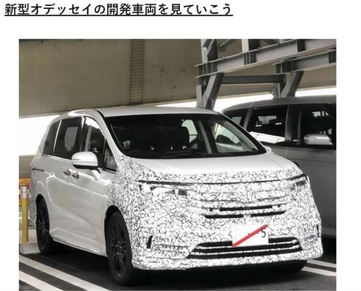 日規改款 Odyssey 的偽裝測試車日前就已曝光,車頭與車尾都有改動。