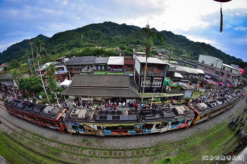 菁桐車站 (Photo by fullfen666, License: CC BY-SA 2.0, Wikimedia Commons提供, 圖片來源www.flickr.com/photos/135812973@N04/31901229734)