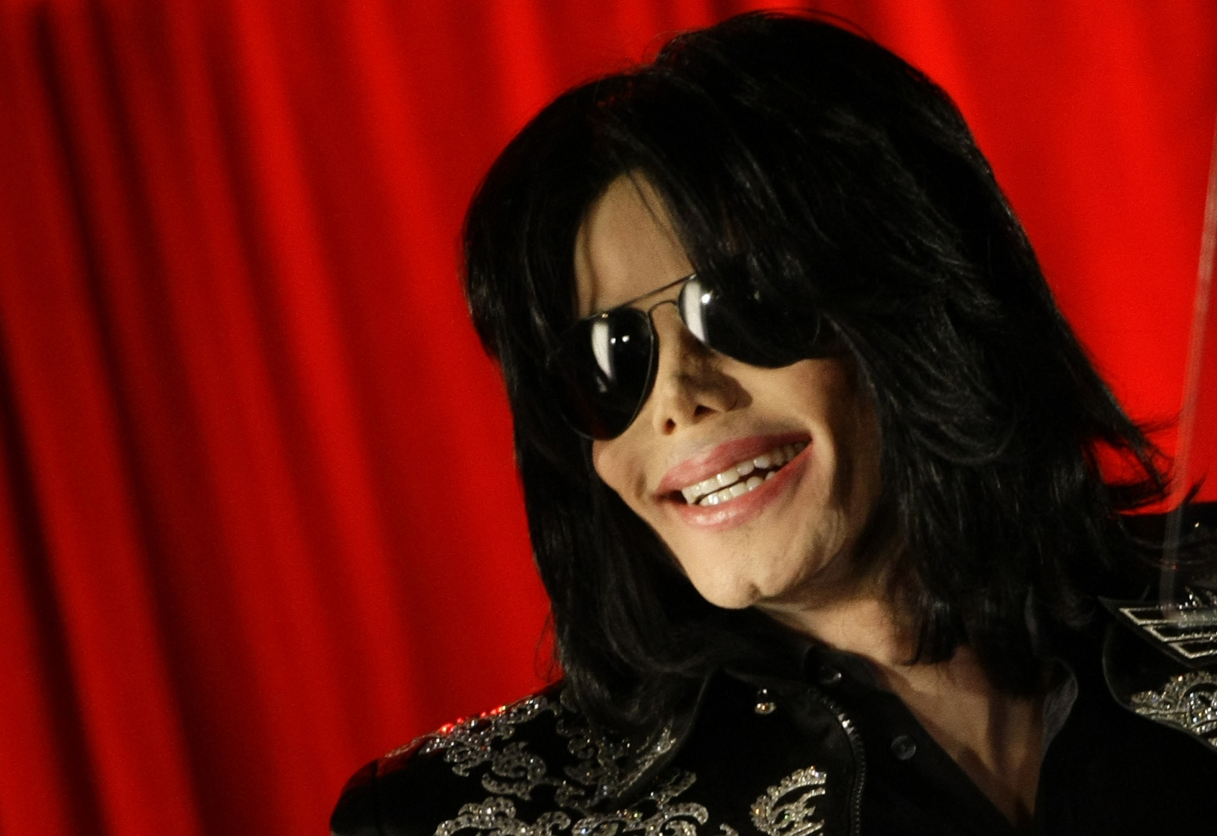 U.S. pop star Michael Jackson gestures during a news conference at the O2 Arena in London March 5, 2009. Jackson said he will hold a series of final concerts in Britain later in the year.   REUTERS/Stefan Wermuth (BRITAIN)