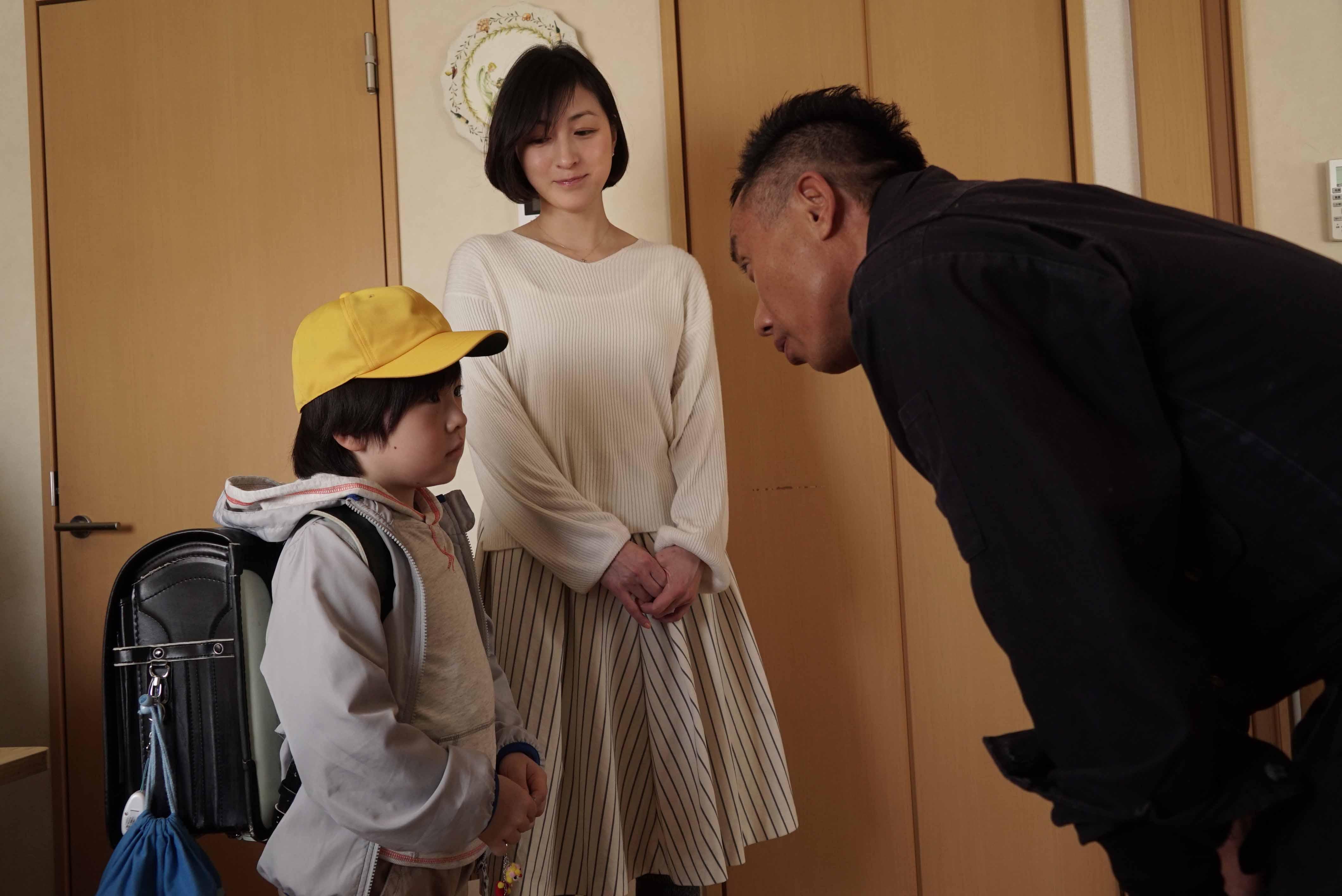 回想與長渕剛(右)一起演戲的過程,廣末涼子(中)表示自己常常被長渕剛脫口而出的話語感動