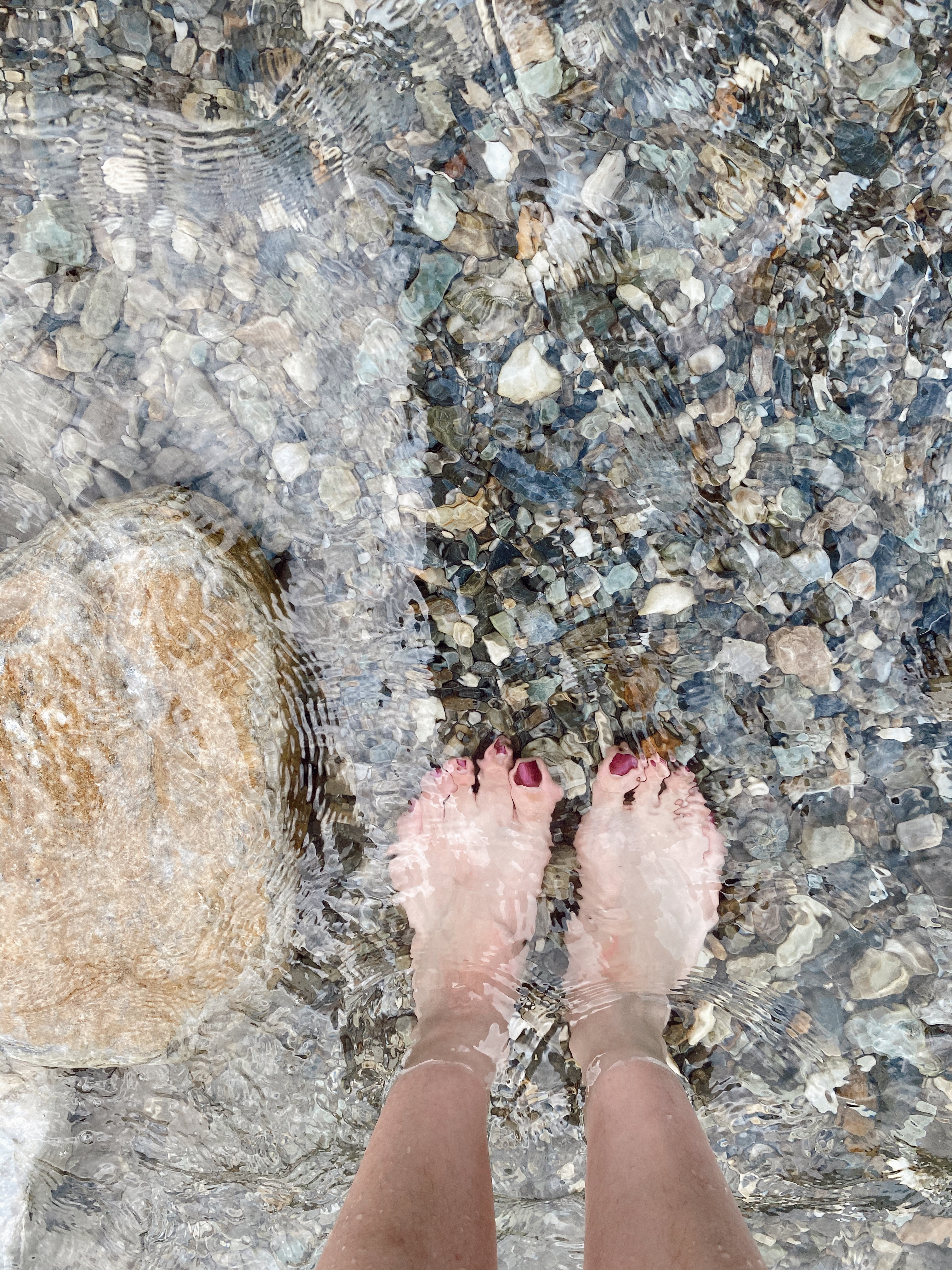 ▲三棧溪的清澈溪流,讓陳小藍直呼非常清爽。