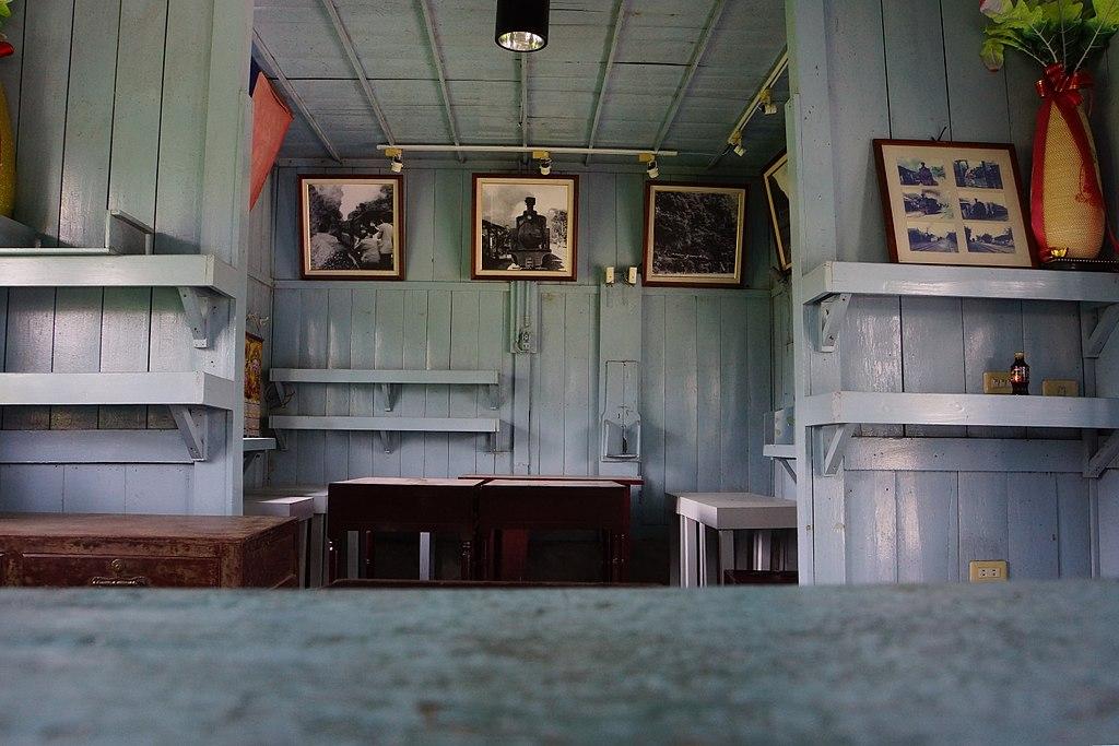 天送埤車站 (Photo by lienyuan lee, License: CC BY 3.0, Wikimedia Commons提供, 圖片來源web.archive.org/web/20161101194923/http://www.panoramio.com/photo/121578003)