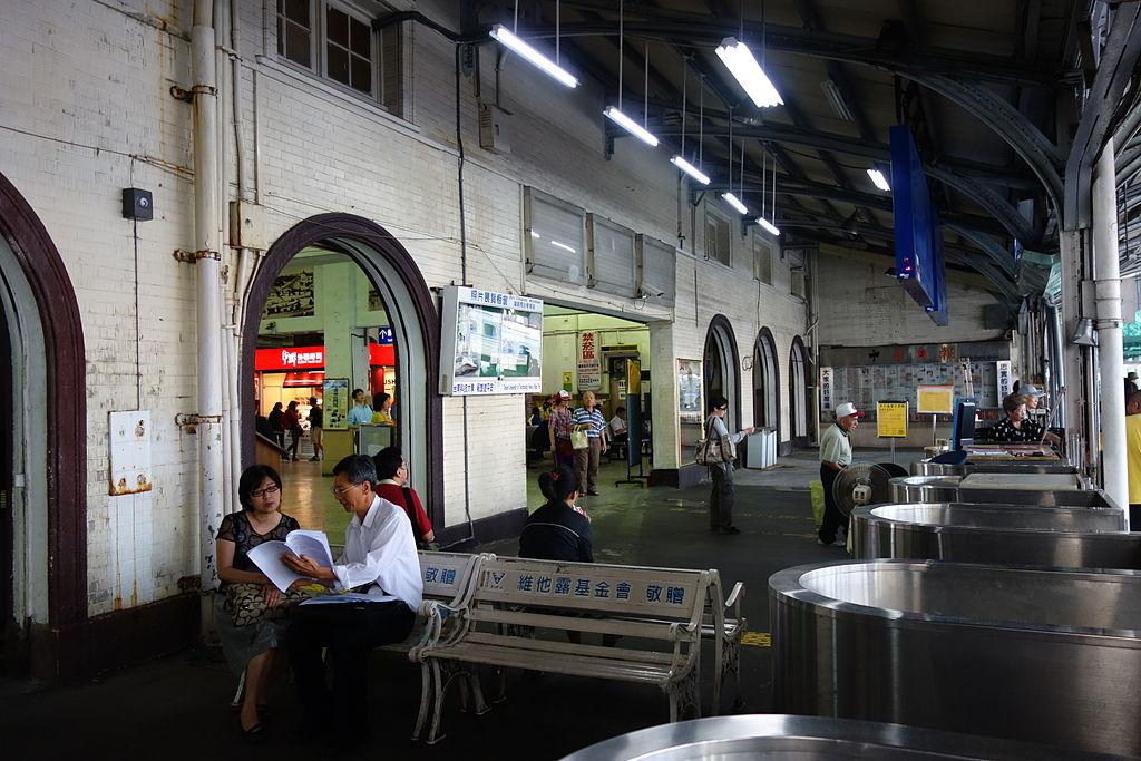 台南車站 (Photo by Asacyan, License: CC BY-SA 3.0, Wikimedia Commons提供)