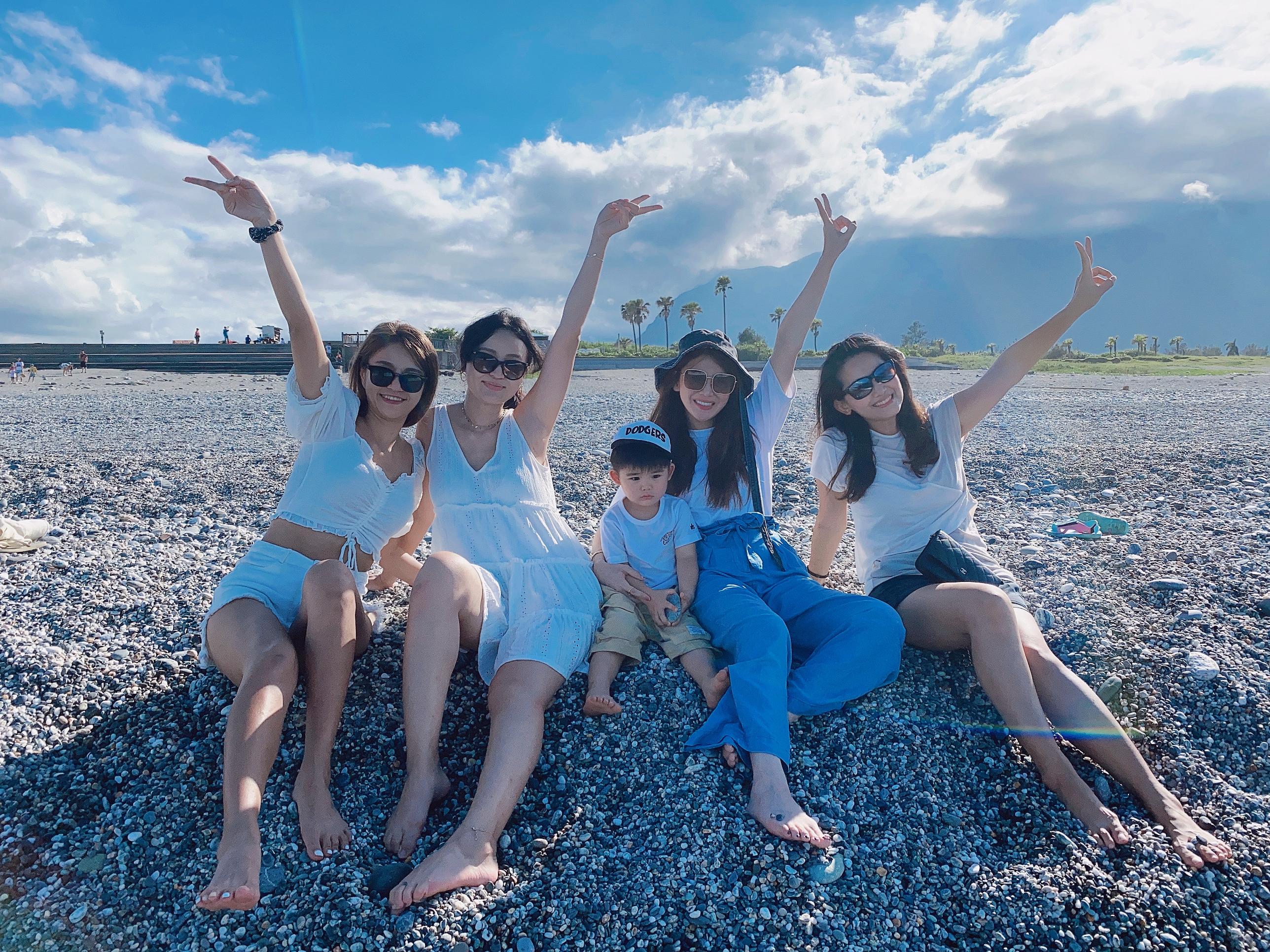 ▲陳小藍一家人日前與好友們赴花蓮玩。