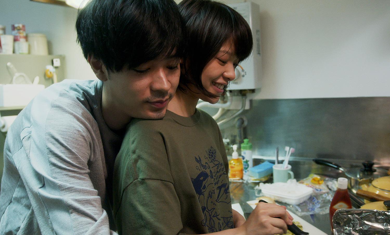 《愛情是什麼》「老司機」成田凌即興演出餵女主角吃番茄醬令人小鹿亂撞?!
