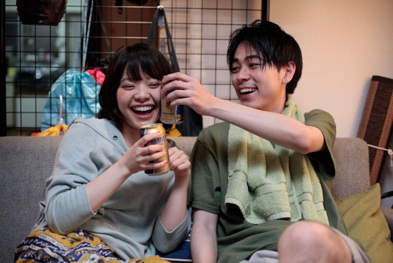 《愛情是什麼》岸井雪乃劇中與成田凌劇中宛如情侶般互動甜蜜