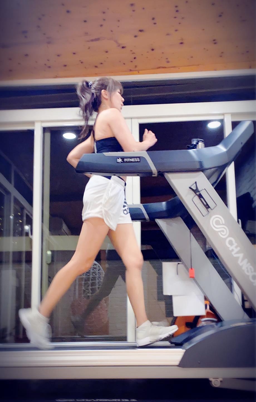 這半年她從原本停滯的50公斤瘦到45公斤,體脂從25%降到22%