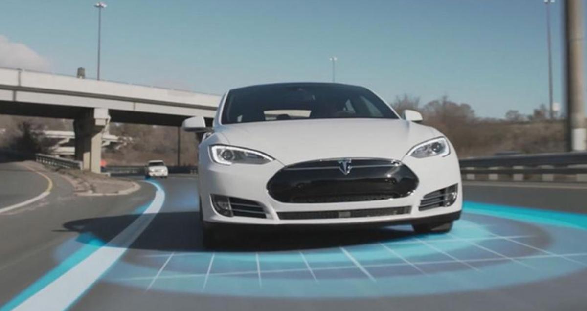Tesla 新增的超車功能意外引起廣大車迷討論。