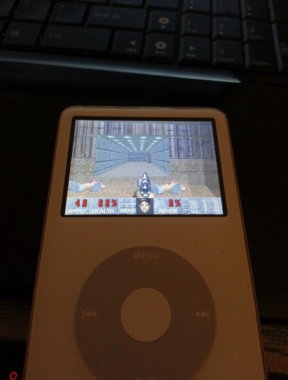 iPod 玩《毀滅戰士》