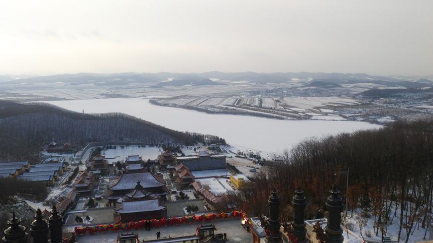 從正覺寺頂峰可以遠眺松花江。(圖片來源:百威旅遊 黃子芸)