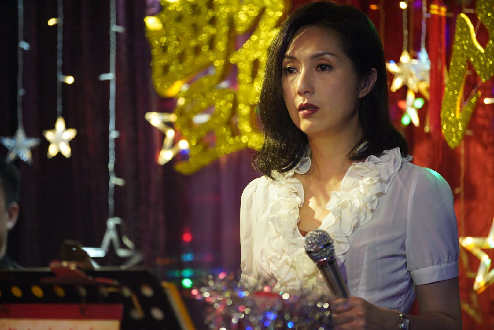 楊千嬅在電影《麥路人》飾演歌女。(圖:華映娛樂提供)