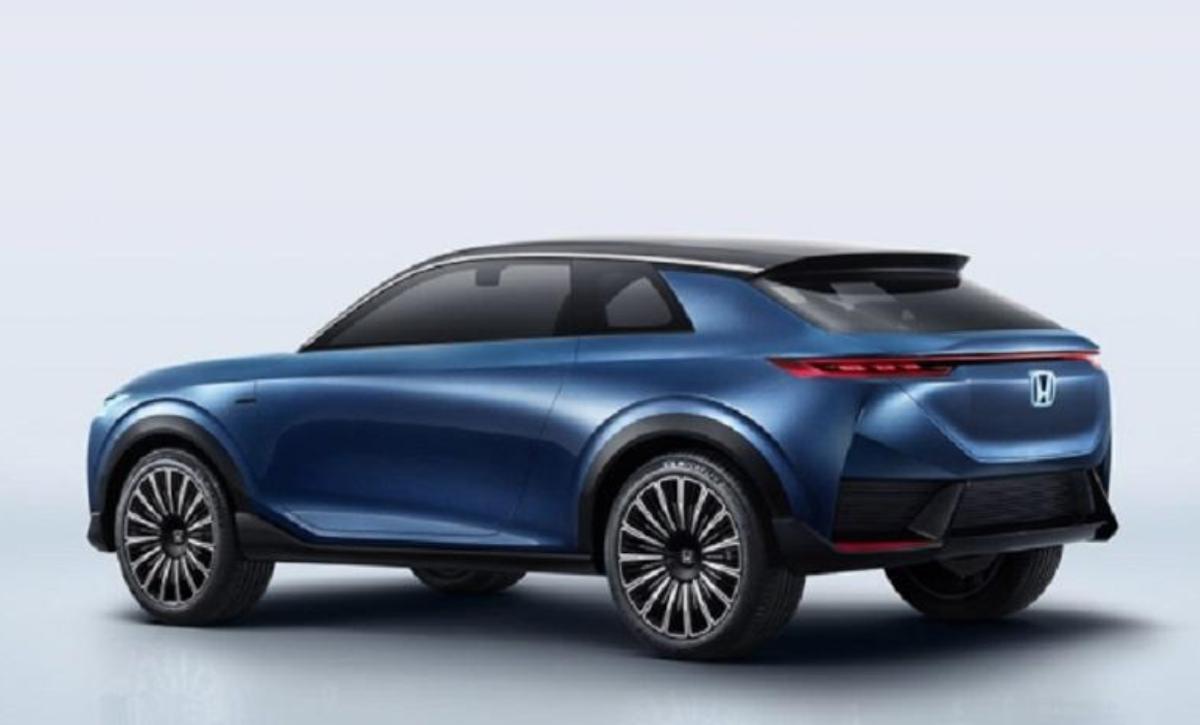 與車頭相呼應,尾燈組採一體式貫穿,整車設計相當具有前衛科幻感。