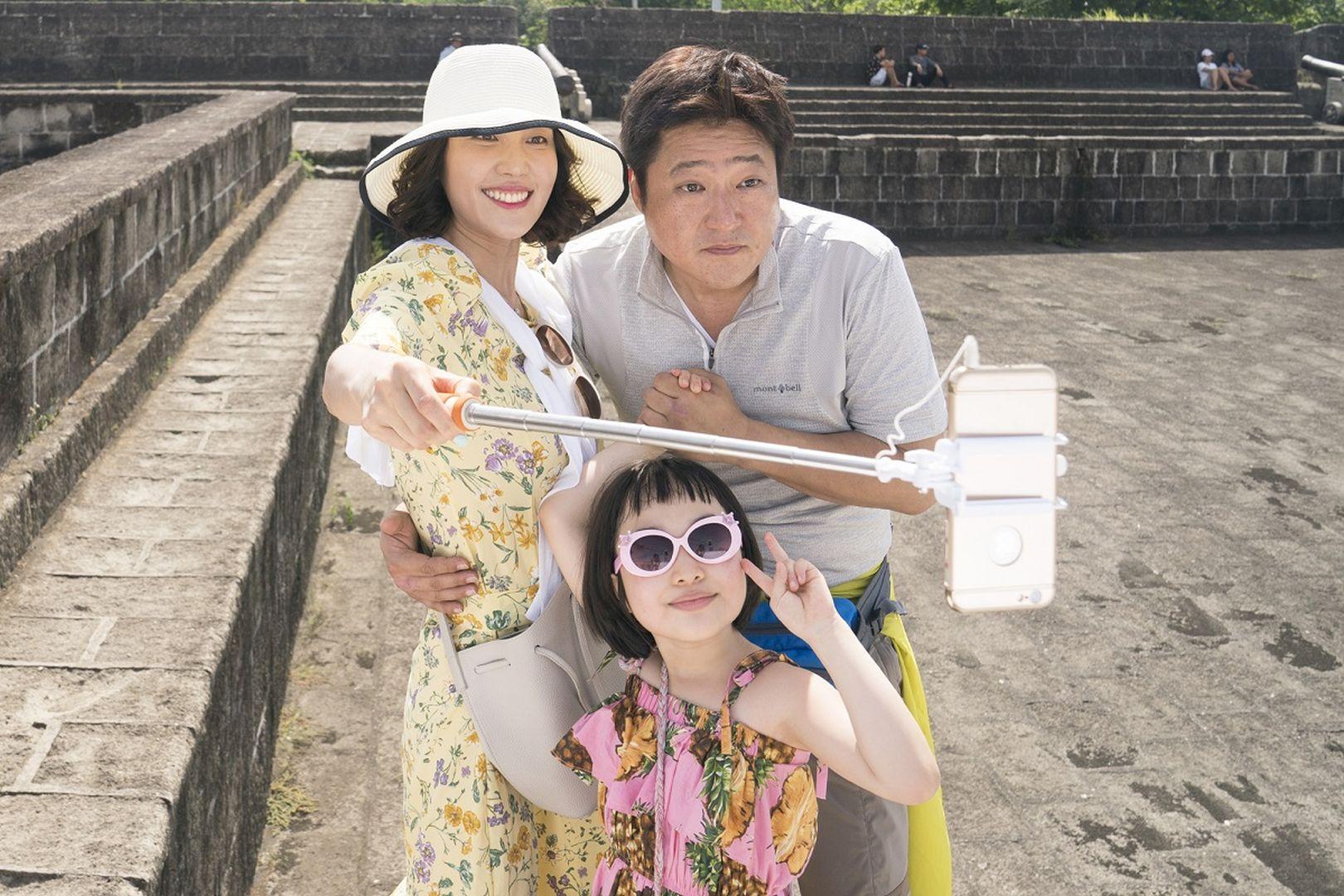 《刑警沒有假期》空降韓國票房冠軍!觀眾笑噴「今年最好笑的電影!」