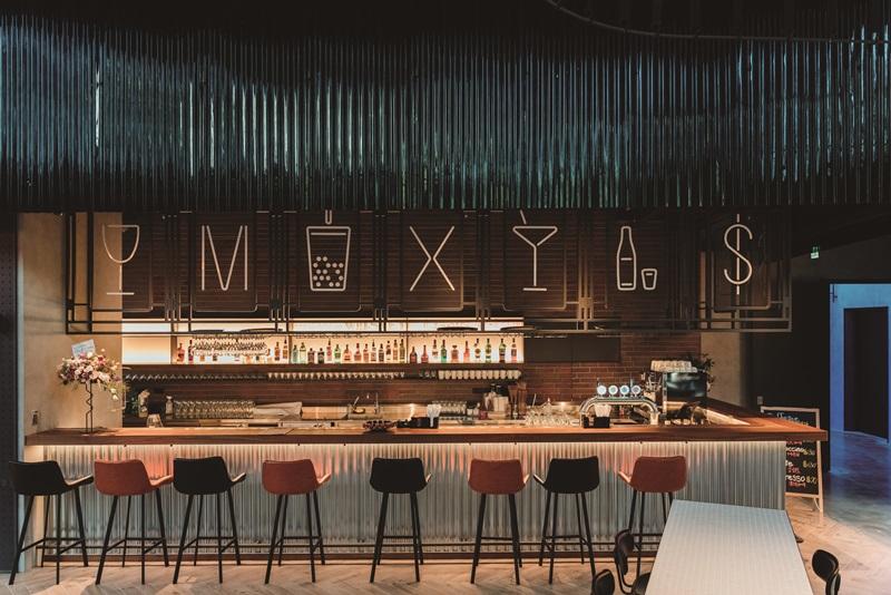 在The Moxy Bar享受品酩的微醺滋味。攝影/Ray