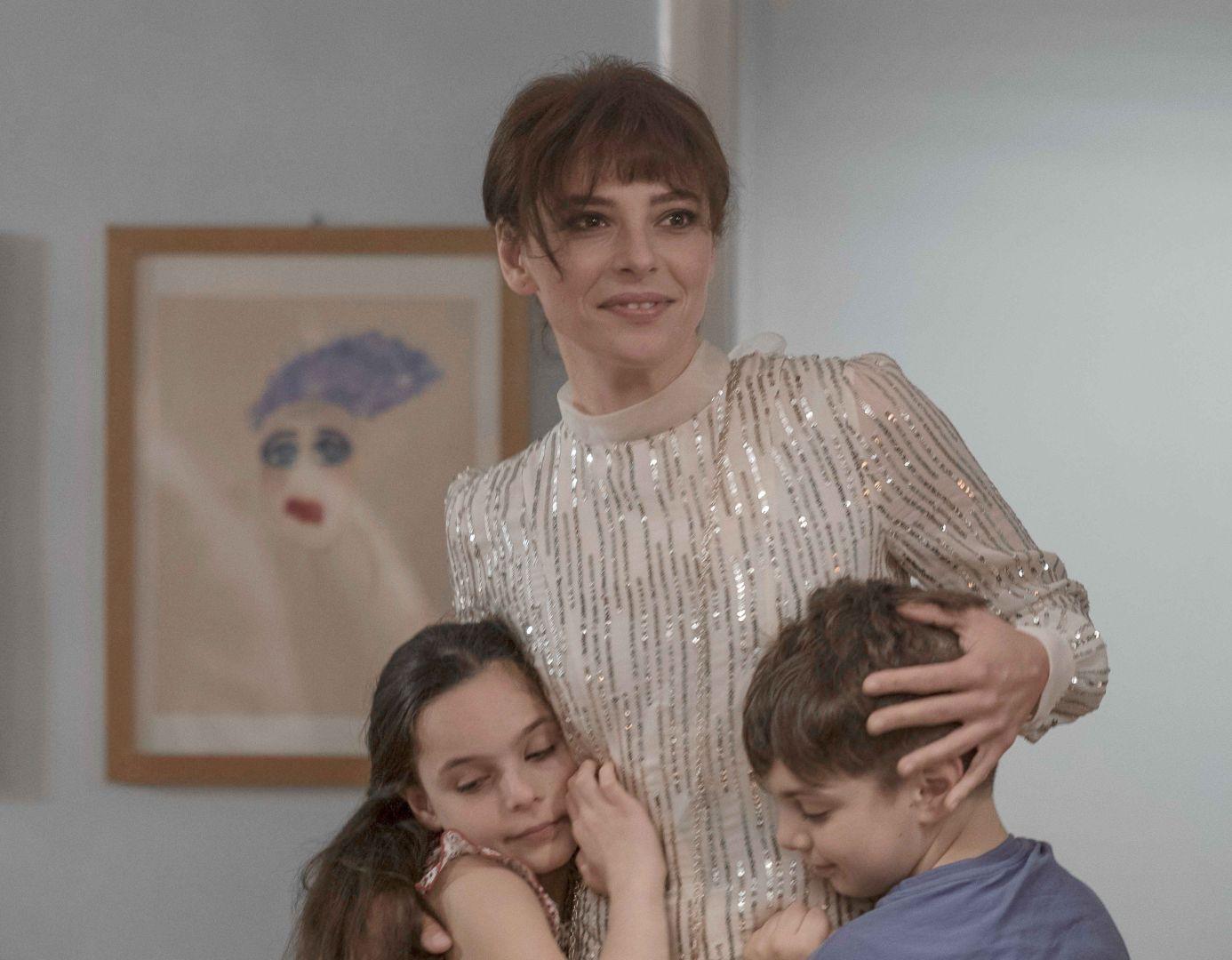 潔絲敏婷卡想央請同志閨蜜代為照料兩個孩子,卻意外捲入他們同居15年的分手風暴