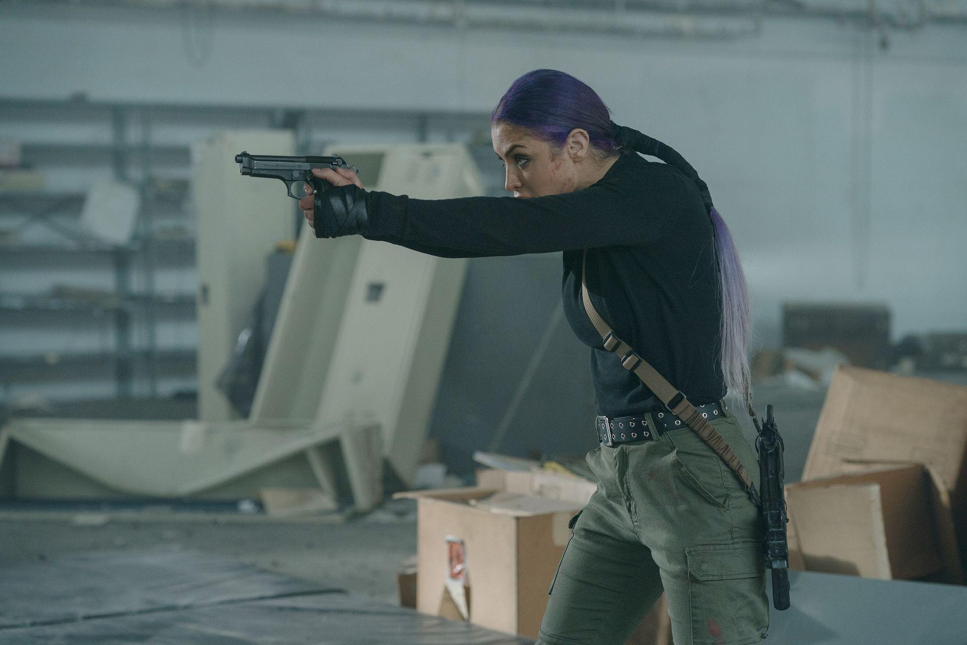 出身軍事背景的娜塔莉伊娃瑪麗,完美變身衝鋒陷陣的女漢子