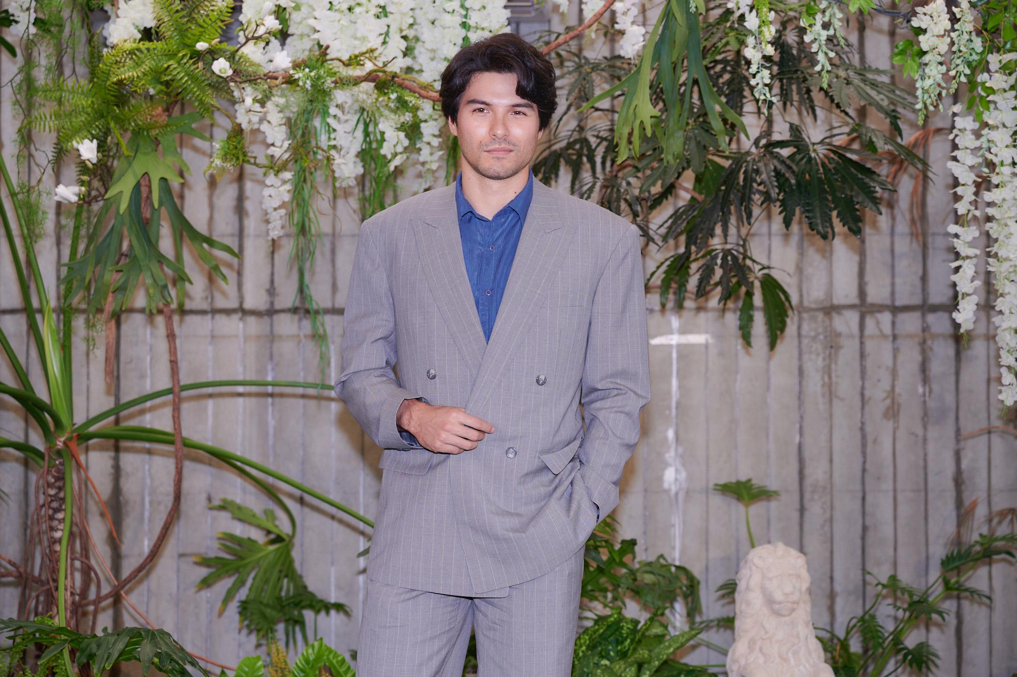 《華燈初上》鳳小岳飾演電視台的才子編劇_百聿數碼提供