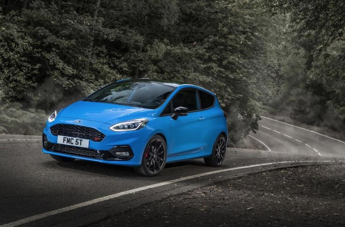 透過 Ford Performance 性能部門操刀,這輛 Fiesta ST Edition 其實與台灣近期剛發表的四代 Focus ST 有不少相似地方。