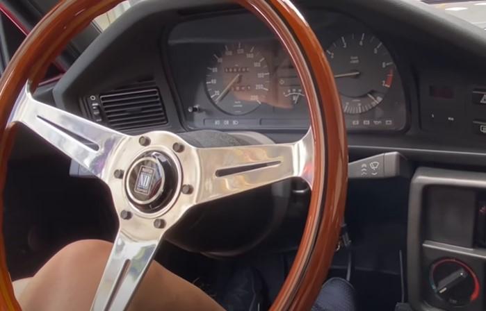 【明星愛聊車】花80萬改裝33年老車BMW E28 520i  時髦辣媽鍾欣怡竟有老靈魂?老公是車子改造神隊友!