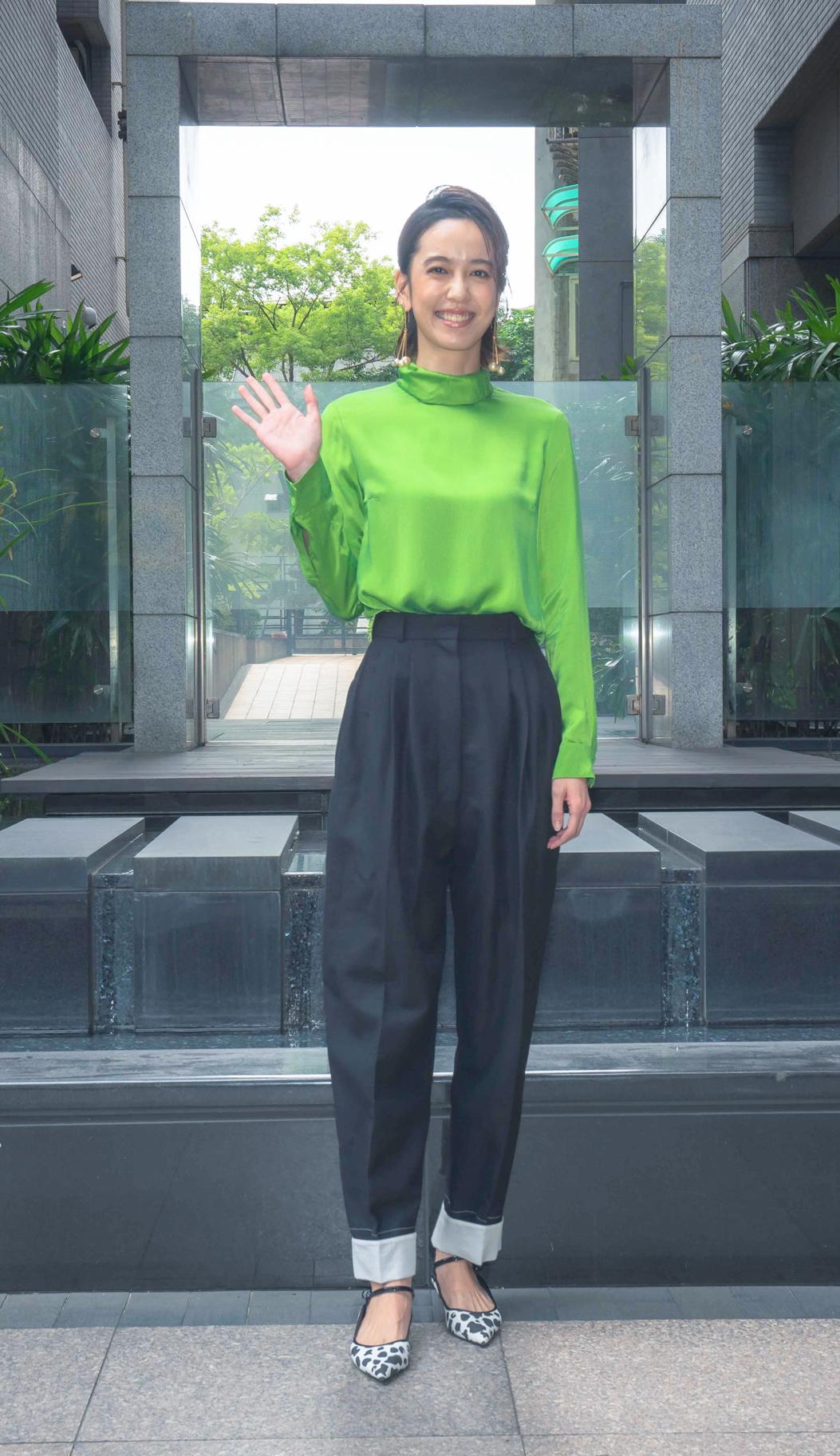 陳庭妮飾演一位性感網紅,做功課看愛情動作片(照片提供:《電影青春弒戀》)