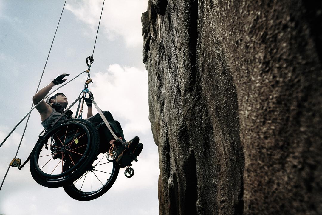 《獅子山上》連人帶輪椅,攀上約台北101的峰頂