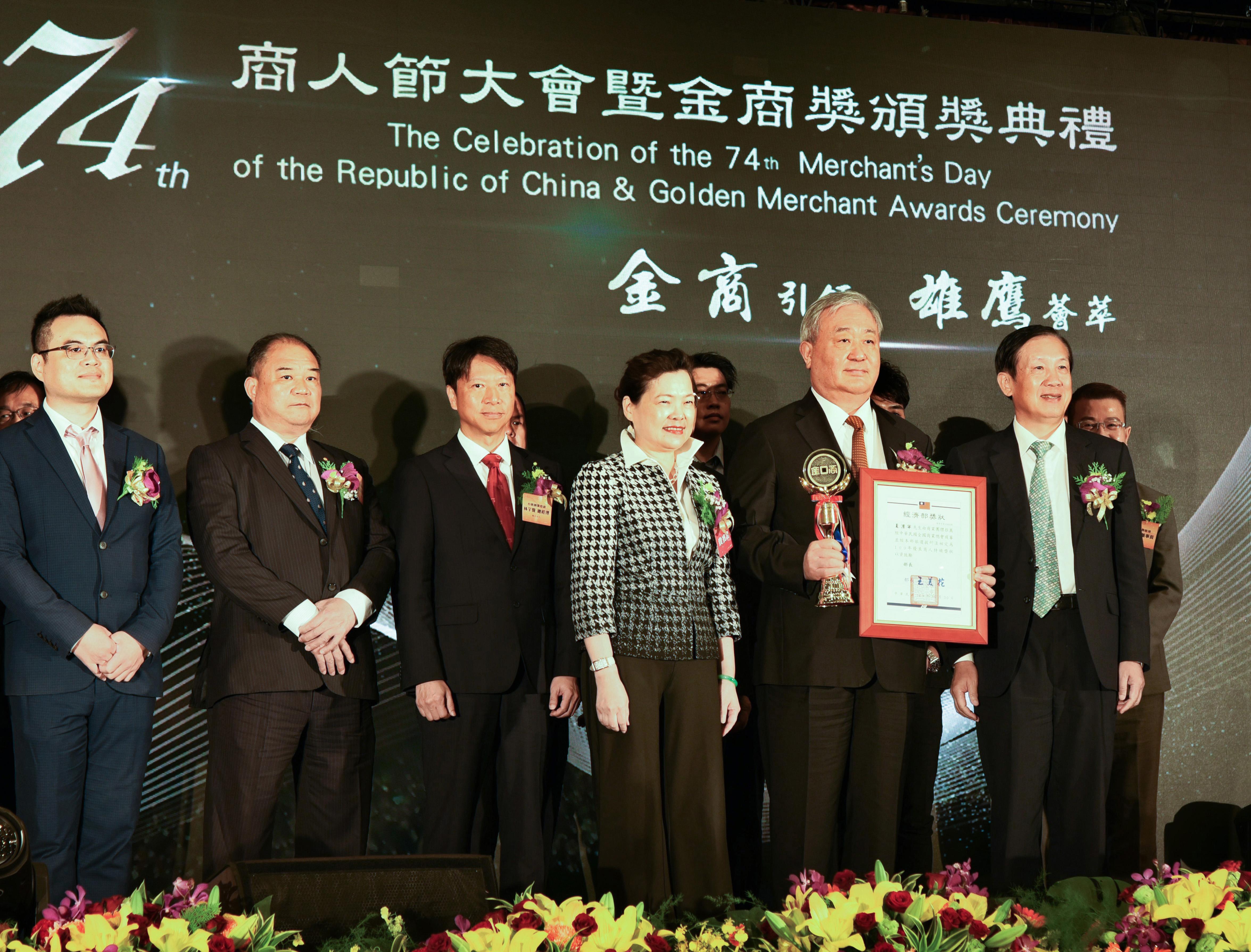 十銓報喜再獲國家級肯定 董事長夏澹寧榮獲「109年中華民國優良商人」獎
