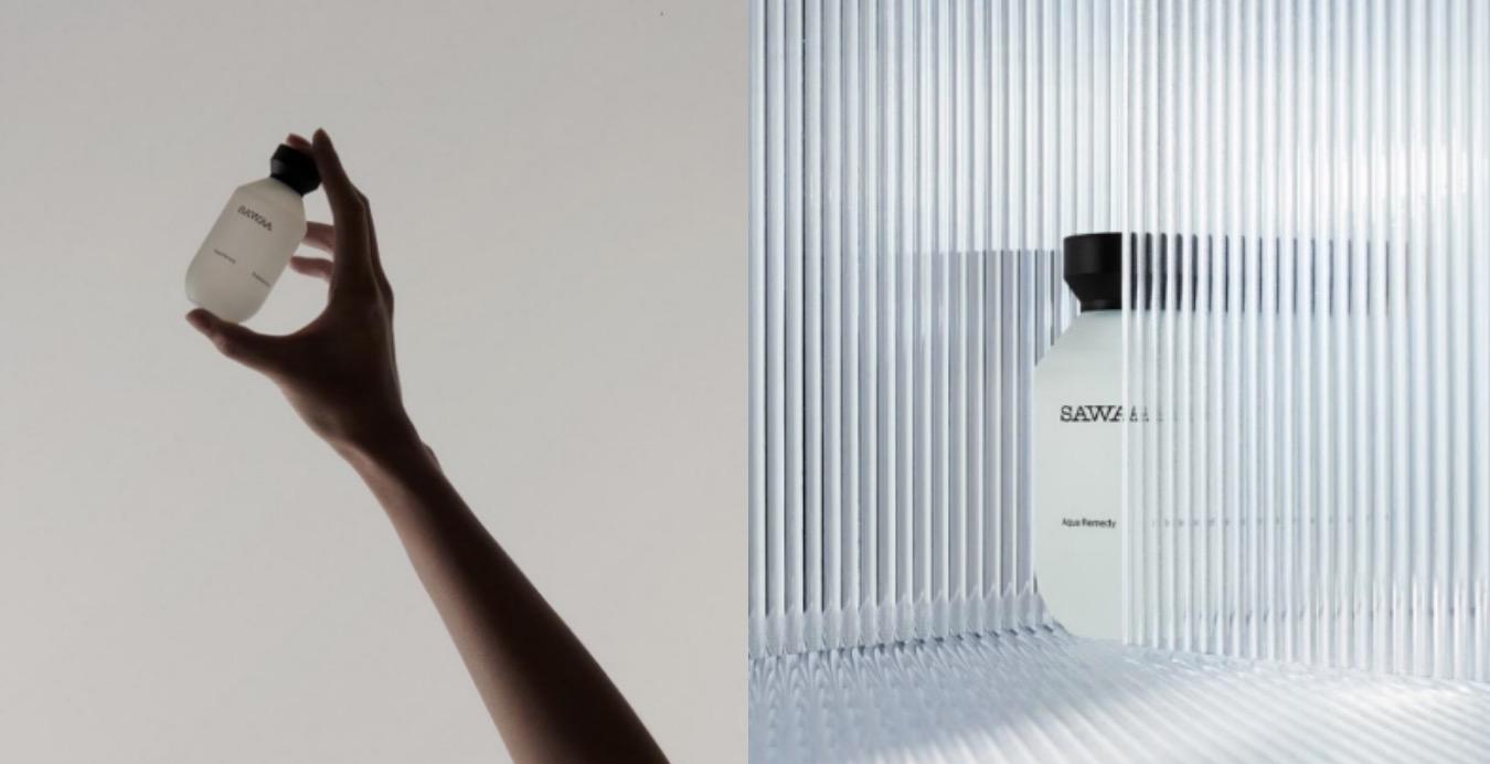 SAWAA是由台灣女企業家郭瑋所創立的新天然概念品牌,品牌遵循「自然純粹」、「海洋植萃」,專為台灣人膚質設計且適合「敏感肌」,跟一般品牌的風格形象不同,SAWAA的設計風調性具有藝術感,全系列產品都是採用俐落剛硬卻不失簡單優雅的線條,如同海岸的「潮汐」。