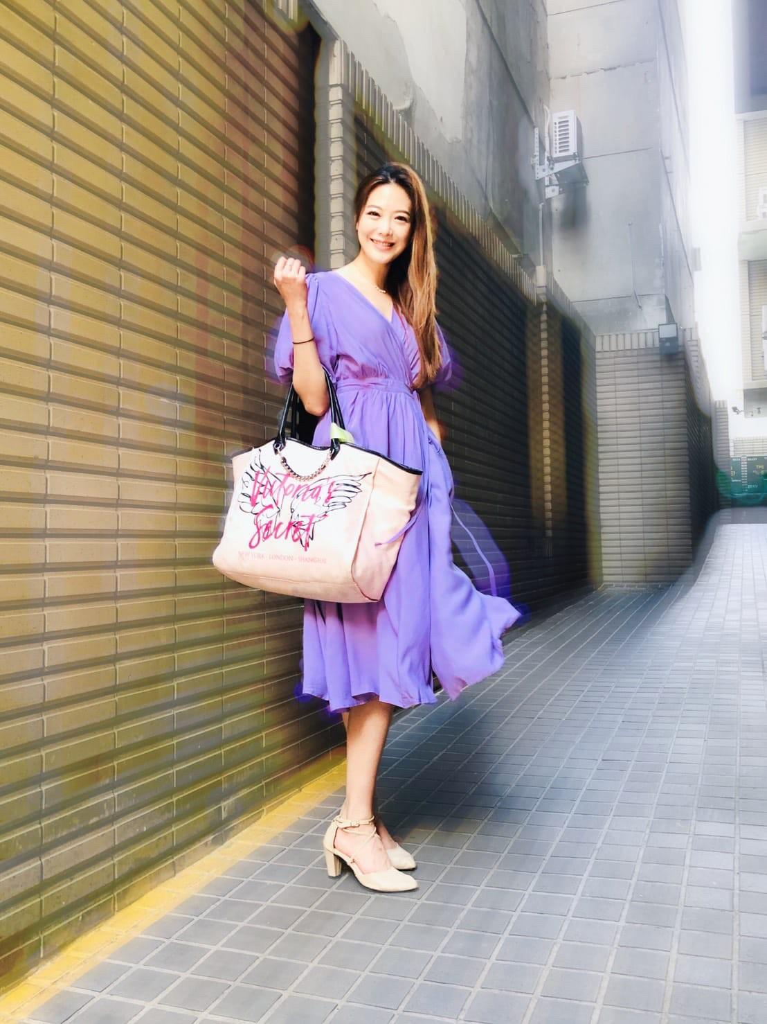 ▲姚采穎認為,工作得裝鞋子、化妝品,因此使用大包包比較方便。