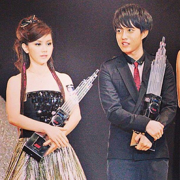 2008年,17歲的鄧紫棋獲頒她人生中第一個新人獎