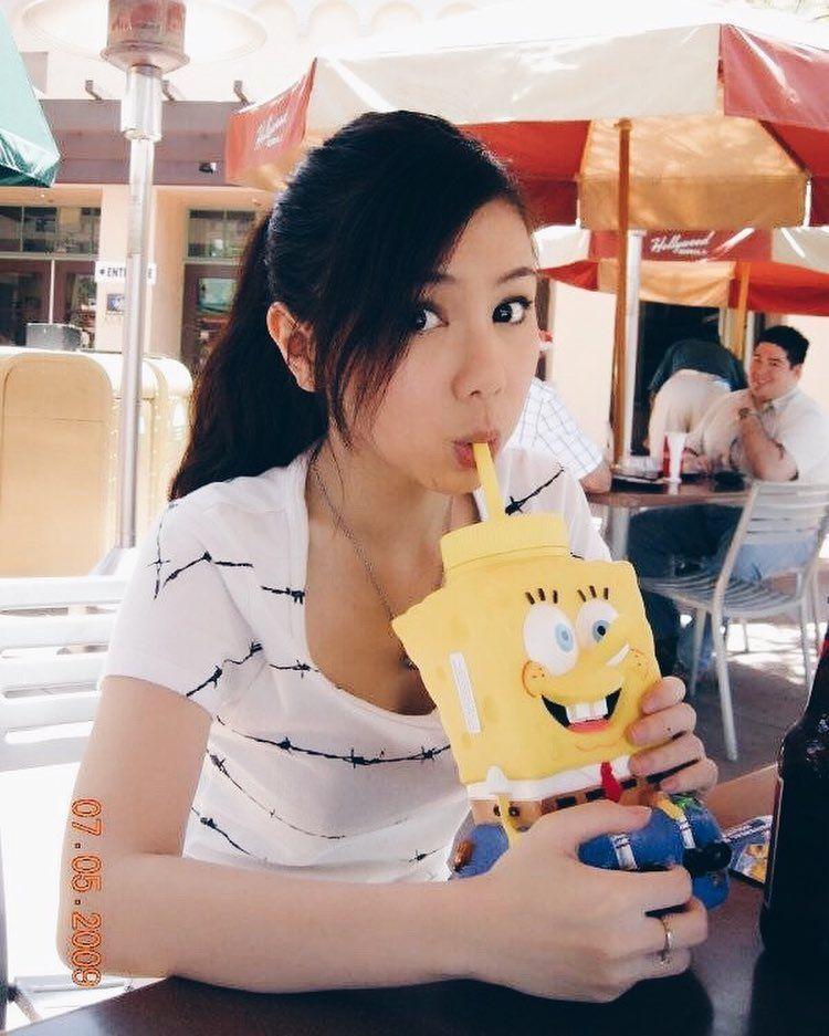 18歲的鄧紫棋發行了她首張個人專輯《18...》