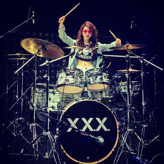 《我是歌手》的比賽過後,鄧紫棋繼續著她的XXX世界巡迴演唱會